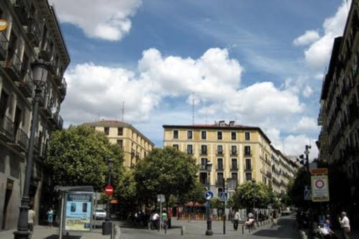 Vista actual de la plaza de Lavapiés desde el comienzo de la calle de Valencia | Barrio de Lavapiés | Madrid