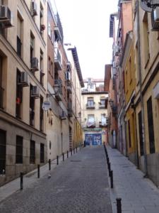 Vista de una calle típica del Barrio de Lavapiés: Travesía de Cabestreros